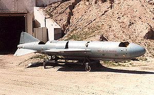 NELLA FOTO: il missile Vaffanculo-1 costruito nel garage di Casaleggio (a zero € e senza finanziamenti pubblici) pronto per essere armato con le testate al panzanio pontifeSSe da lanciare contro la Kasta