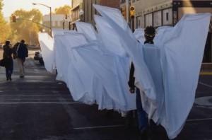 Gli attivisti che durante il funerale di Matthew Shepard protessero la famiglia dalle manifestazioni di odio dei cristiani fondamentalisti, semplicemente camminando vestiti con grandi ali di stoffa.
